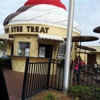 Photo taken at Twistee Treat by Juliana M. on 12/14/2012