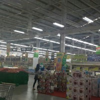 Photo taken at Giant Hypermarket by Achmad N. on 3/25/2016