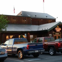 Photo taken at Texas Roadhouse by Laura D. on 7/12/2014