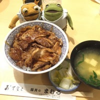 Photo taken at 豚丼 まむろ by かえるくん on 8/10/2016