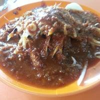 Photo taken at Restoran Rojak & Cendol by Wazni F. on 1/12/2013