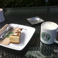 Photo taken at Starbucks by Gerardo F. on 11/19/2012