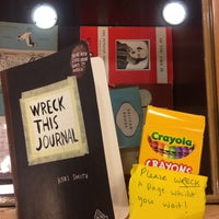 Das Foto wurde bei Penguin Books von Tiffany S. am 4/30/2014 aufgenommen