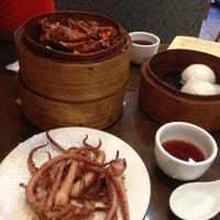 Photo taken at De Fu Seafood Restaurant 德福點心皇 by Leo W. on 6/26/2013
