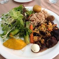 Photo taken at Lótus Restaurante Vegetariano by Leonardo M. on 9/14/2013