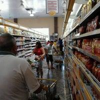 Foto tirada no(a) Cometa Supermercados por Karoline F. em 10/28/2012