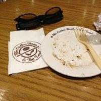 Photo taken at The Coffee Bean & Tea Leaf | 香啡缤 by Вэйянь Ч. on 1/8/2013