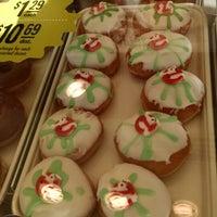 Photo taken at Krispy Kreme Doughnuts by Tracy W. on 10/5/2014