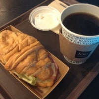 Photo taken at Joe's Sandwich & Coffee by Lee J. on 8/22/2012