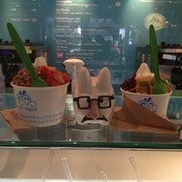 Photo taken at Moyo Frozen Yogurt by Pau D. on 9/27/2012
