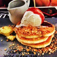 Photo taken at Paddington House of Pancakes by Nfz's on 5/1/2013