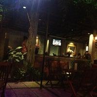 Photo taken at Bông Cỏ Coffee by Hà Vũ .. on 1/6/2013