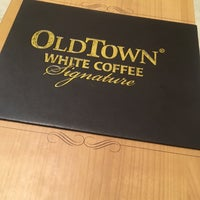 Photo taken at OldTown White Coffee by Jinwen L. on 9/26/2016