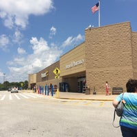Photo taken at Walmart Supercenter by Jill O. on 5/24/2016