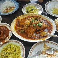 Photo taken at Restoran Kari Kepala Ikan Kampung Pandan by Alvin L. on 8/27/2016