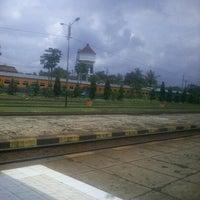 Photo taken at Stasiun Kroya by Ditha S. on 12/27/2012