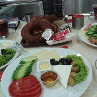 Photo taken at Simit Sarayı by Yasin I. on 9/16/2013
