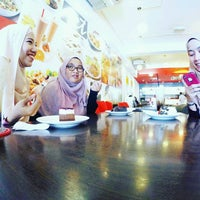 Photo taken at Secret Recipe by Hasya Fariha H. on 9/24/2016