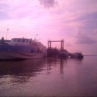Photo taken at Pelabuhan Tanjung Buton Riau by Dedi S. on 4/27/2014