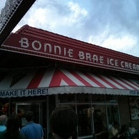 Photo taken at Bonnie Brae Ice Cream by tony l. on 5/28/2013