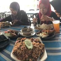Photo taken at Nasi Bukit Padang Jawa by Izaan S. on 12/29/2016