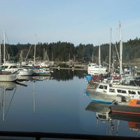 Photo taken at Oystercatcher Seafood Bar and Grill by Mary F. on 11/17/2014
