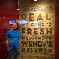 Photo taken at Wendy's by Marcio F. on 10/29/2013