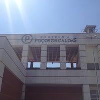 Photo taken at Shopping Poços de Caldas by Gustavo D. on 10/3/2012