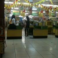 Photo taken at Giant Supermarket by Rheni M. on 6/18/2013