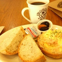 Photo taken at The Coffee Bean & Tea Leaf by Keith L. on 1/12/2013