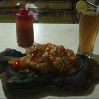 Photo taken at Waroeng Steak & Shake by Vinalya N. on 1/22/2014