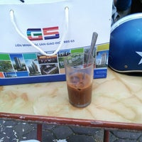 Photo taken at Cafe Gia Linh by Viet H. on 10/23/2014