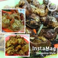 Photo taken at Seafood 212 Wiro Sableng by dhe s. on 6/18/2016