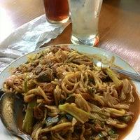Photo taken at Mie Aceh Pidie 2000 by Rizki 'Qky' Fauziah on 10/24/2014