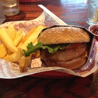 Photo taken at Red Robin Gourmet Burgers by Henry on 9/16/2012