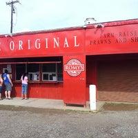 Photo taken at Romy's Kahuku Prawns & Shrimp Hut by David V. on 11/15/2012