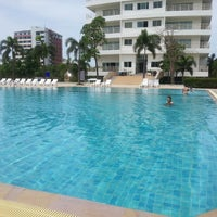 Photo taken at V8 Seaview Jomtien by Toon R. on 5/12/2013