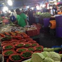Photo taken at Pasar Malam Taman Bukit Anggerik by Endi G. on 11/9/2013