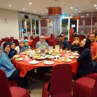 Photo taken at Downtown KLIA Seafood Restaurant (Chinese Seafoods Muslim Cuisine) by a¥u on 9/25/2016