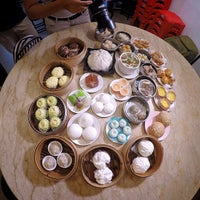 Photo taken at Yoke Fook Moon (玉福满点心楼) by BadBoyBen on 12/17/2014