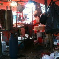 Photo taken at Tacos Arenal (Los Naranjas) by zorro2k8 on 12/27/2012