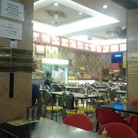 Photo taken at Restoran Nasi Kandar Ayza's by sha i. on 1/27/2013