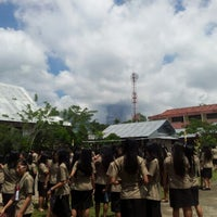 Photo taken at SMA Kristen 1 Tomohon by Bery L. on 9/21/2012