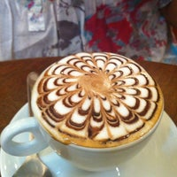 Photo taken at Lucca Cafés Especiais by Fabiana N. on 7/30/2013