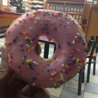 Photo taken at Dunkin' Donuts by riqui on 3/27/2013