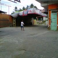 Photo taken at Pondok Service Car Wash by Iyuz S. on 9/2/2011