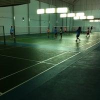 Photo taken at โรงเรียนแบดมินตัน ASK by Win T. on 5/10/2012