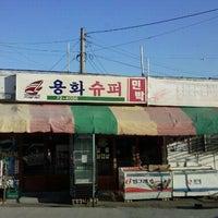 Photo taken at 용화해수욕장 by 종윤 신. on 1/24/2012