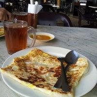 Photo taken at Craven Café by Kamarruzaman H. on 1/17/2013