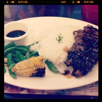 Photo taken at Bigby's Café & Restaurant by Elaine on 10/12/2012